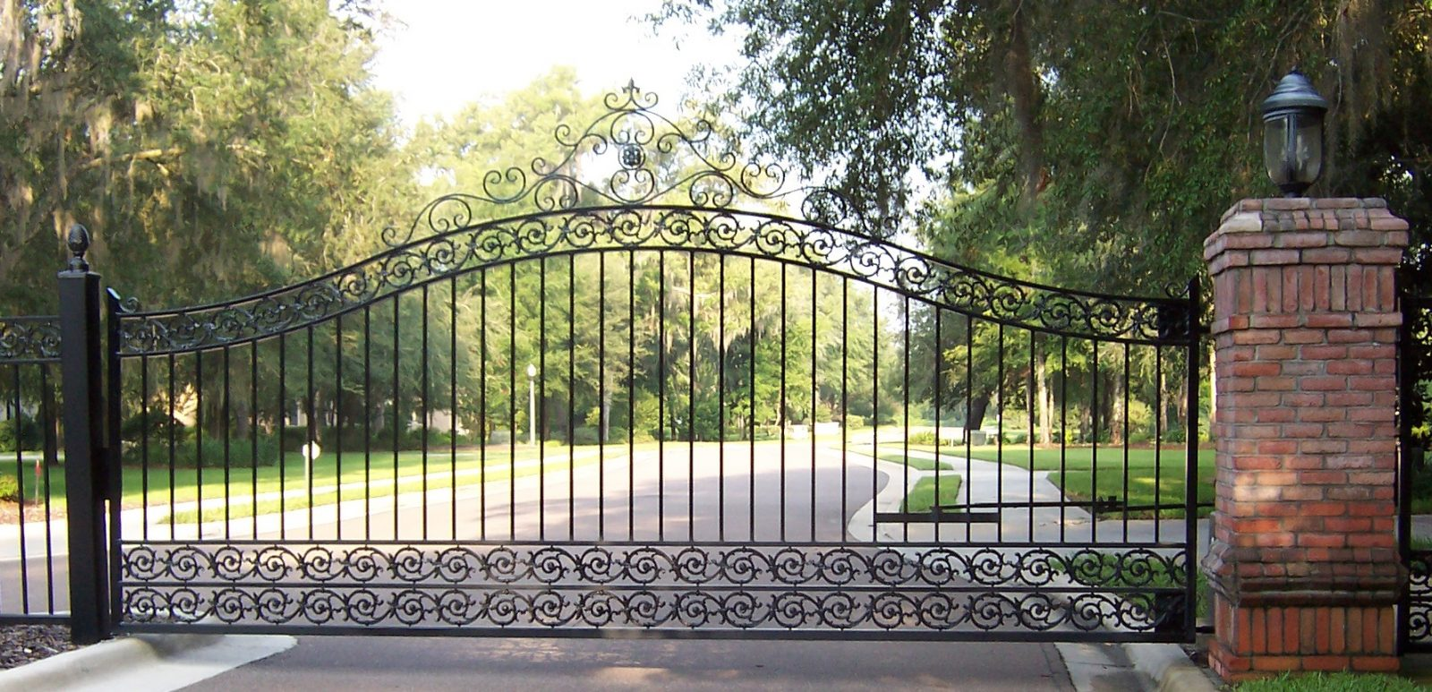 Index of wp content uploads 2013 10 for Best driveway gates