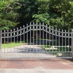 Plateau Top Gate With Oval Border & Spears