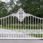 Plateau Top Gate With Scroll And Lace Castings, White